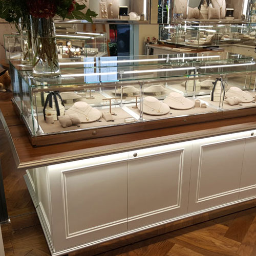Cabinet showcase lighting display